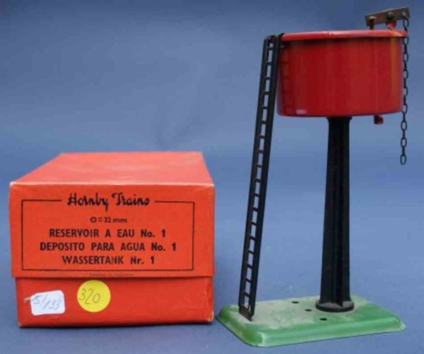 Hornby Railway-Platform Accessories Water tank on square, green platform with ladder
