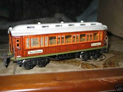 Maerklin Railway-Passenger Cars Dining car #1932/0G with eight wheels, teak-brown hand-coate