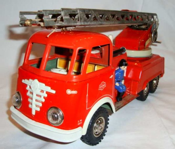 GAMA Tin-Fire-Truck Fire engine car with friction drive, water tank and injectio