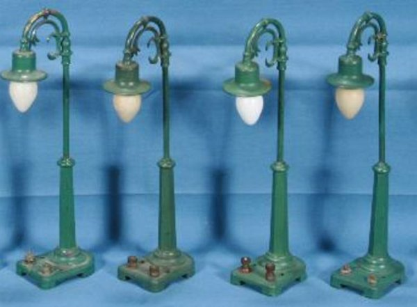 Lionel Railway-Lamps/Lanterns Lamp post #58.3, metal and diecast lamp post,  <br>Version