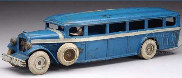 Arcade Cast-Iron buses White bus with side mounts, this example features iron hubs