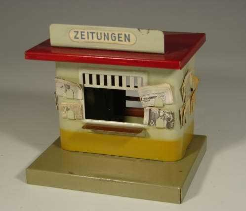 JNF Neuhierl Railway-Platform-Outhouses Newsstand on rectangular, gray base, building white with yel