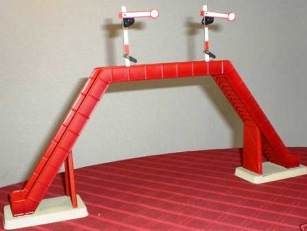 Doll Railway-Gangways Footbridge on 2 square bases with rail and two 1-wingeds sig