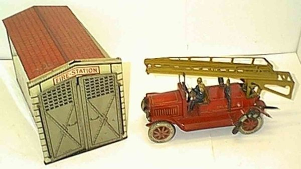 Distler Tin-Buildings Fire brigade and fire house, fire truck has wind-up, rear la
