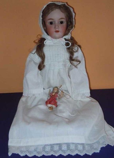 Handwerck Heinrich Dolls Porcelain head doll with a crank head bisque with brown slee