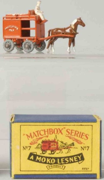 Matchbox Cast-Iron Matchbox Diecast horse-drawn milk wagon in red wit driver and one hor