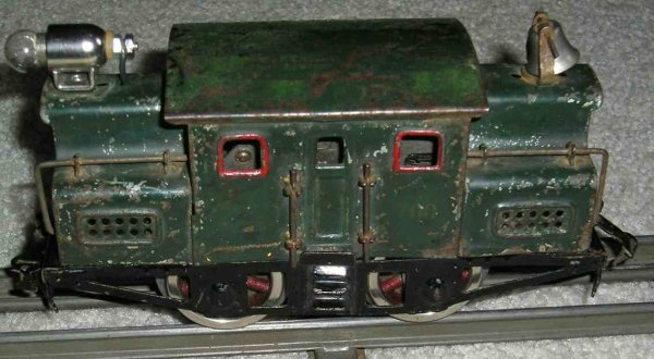 Lionel Railway-Locomotives Electric engine in dark green  with red inserts