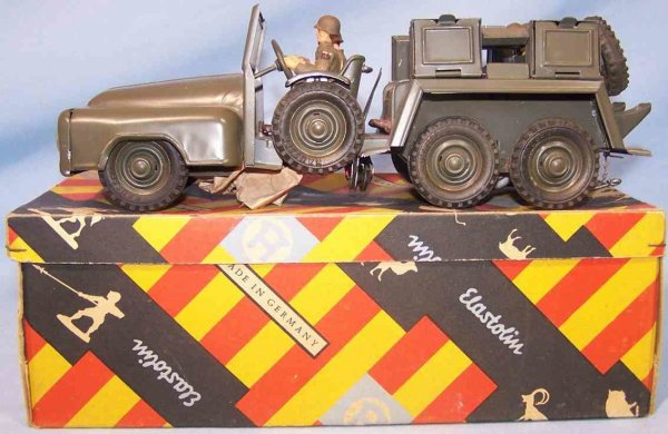 Hausser (Elastolin) Military-Vehicles Swank car; 3-axis in original box, made of tin, in NATO gree