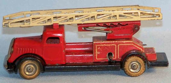 Lehmann Tin-Fire-Truck Fire ladder car #815 of the gnome series, lithographed in re