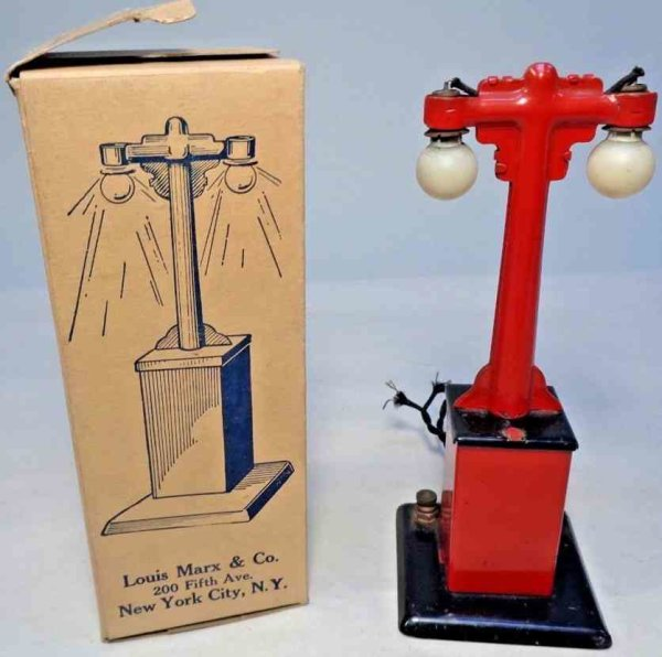Marx Railway-Lamps/Lanterns Metal double lamp post #408, base  is glossy black and red,