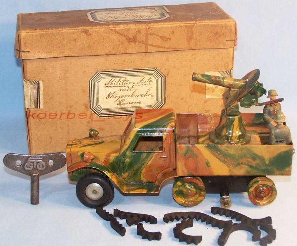 Maerklin Military-Vehicles Semichain vehicle with anti-aircraft defense cannon with clo