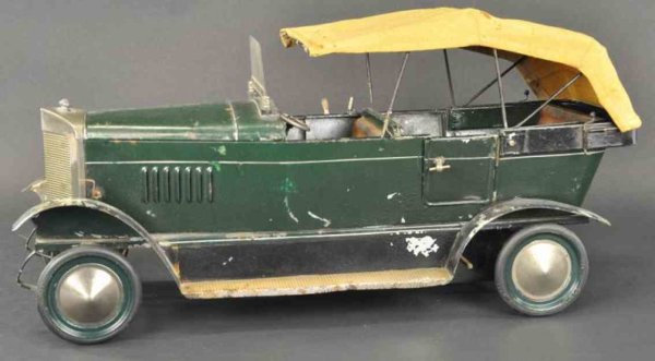 Doll Tin-Oldtimer Tourer No. 821/2 body painted in green overall, interior fea