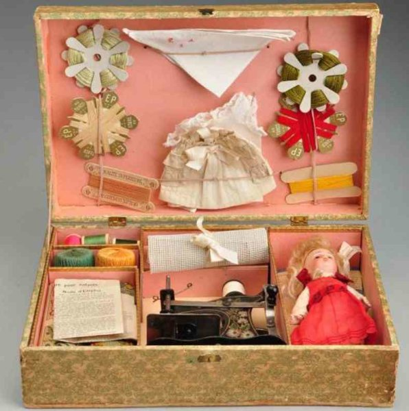 Simon & Halbig Dolls French sewing set ?Machine à Coutre? in original box with al