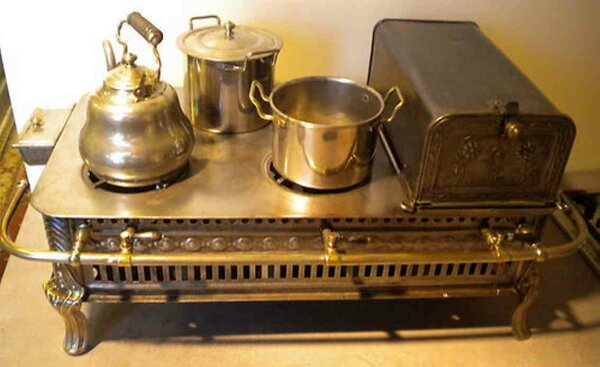 Maerklin Tin-Kitchens and Amenities Cooker of depression-black sheet metal, with broken embossed