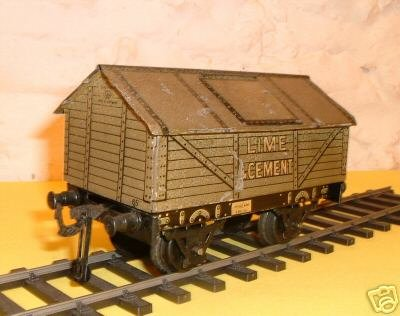 Bing Railway-Freight Wagons Lime car #9686 with four wheels, olive-green hand-coated wit