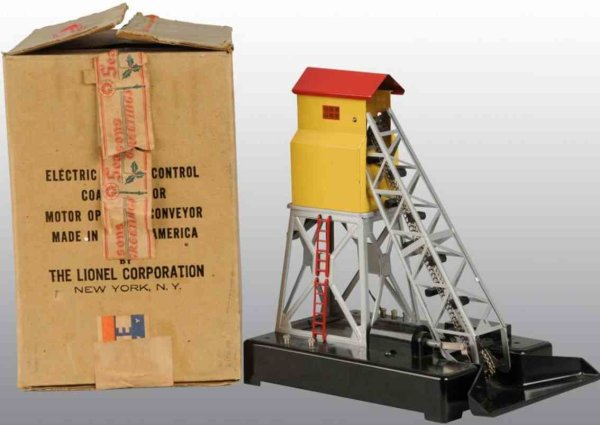 Lionel Railway-Buildings Electric coal elevator with yellow body and red roof, includ