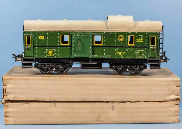 Bub Railway-Passenger Cars Baggage car #9902 with eight wheels, turn green hand-coated,