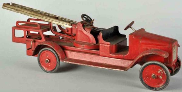 Buddy L Tin-Fire-Truck Aerial ladder truck in red made of pressed steel