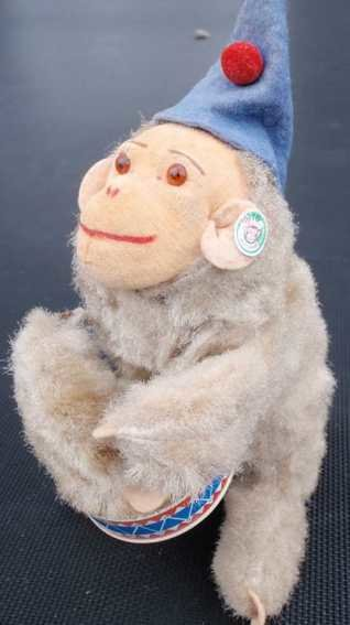 Carl Max Tin-Figures Monkey with drum, wind-up toy, made of sheet metal, mohair p