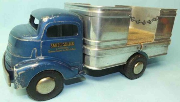 Smith-Miller Tin-Trucks Barrel truck