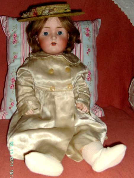 Schmidt Bruno Dolls Porcelain socket head doll, marked in the neck with BSW ( in