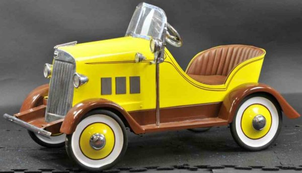 Auburn Tin-pedal cars Pedal car made of pressed steel body, attractive color schem