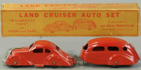 Wyandotte Tin-Cars Pressed steel automobile ä341 and trailer set in red, smalle