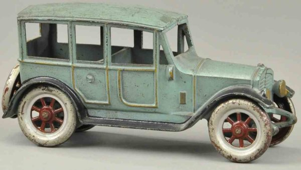 Kenton Hardware Co Cast-Iron Oldtimer Large sedan with spoke wheels made of cast iron, largest in