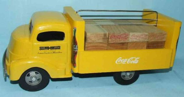 Smith-Miller Tin-Trucks Coca Cola coke delivery truck  with wooden coca cola cases