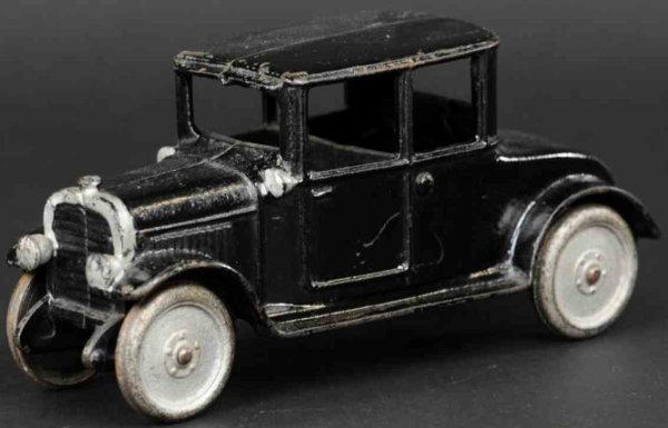 Hubley Cast-Iron Oldtimer Early coupe made of cast  iron, painted in black body, silve