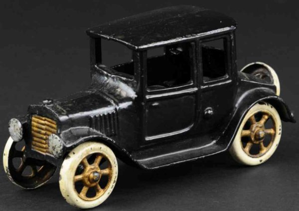 Grey Iron Casting Company Cast-Iron Oldtimer Coupe made of cast iron, painted in black overall, gold