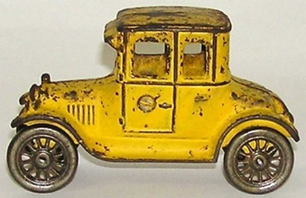Williams AC Cast-Iron Oldtimer Yellow coupe with spoked wheels from cast iron