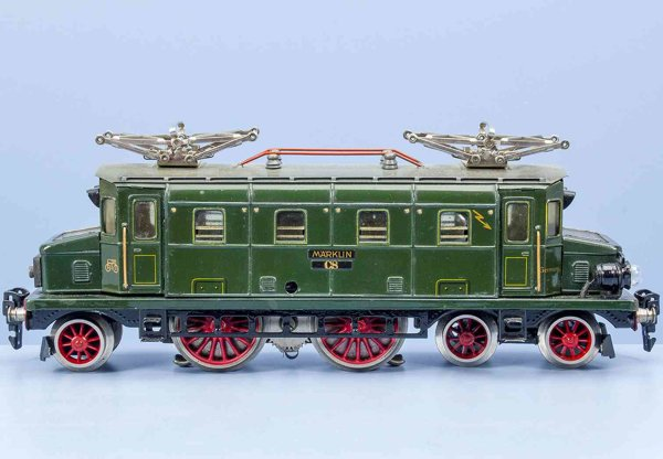 Maerklin Railway-Locomotives 20-volt electric locomotive #CS 70/12920, green chrome-litho