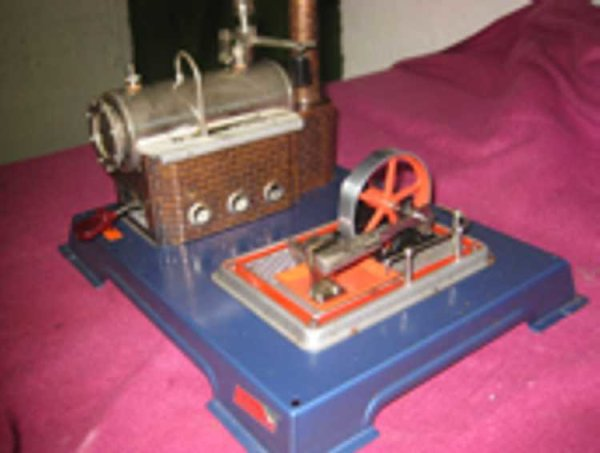 Wilesco Steam Toys-Horizontal Steam Engines Semat enging with boiler to the left and agreggate to th