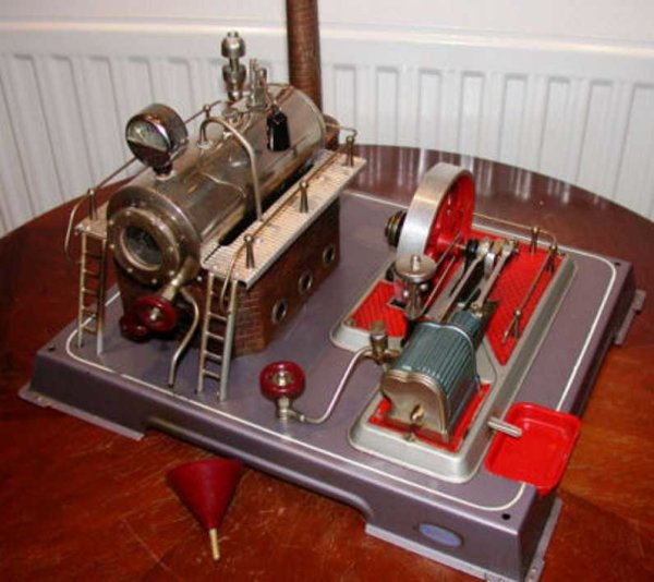 Wilesco Steam-Toys-Vertical-Steam-Engines Standing steam engine complete with original bacelite funn