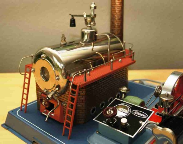 Wilesco Steam Toys-Horizontal Steam Engines Steam engine with boiler left and unit on the right, a f