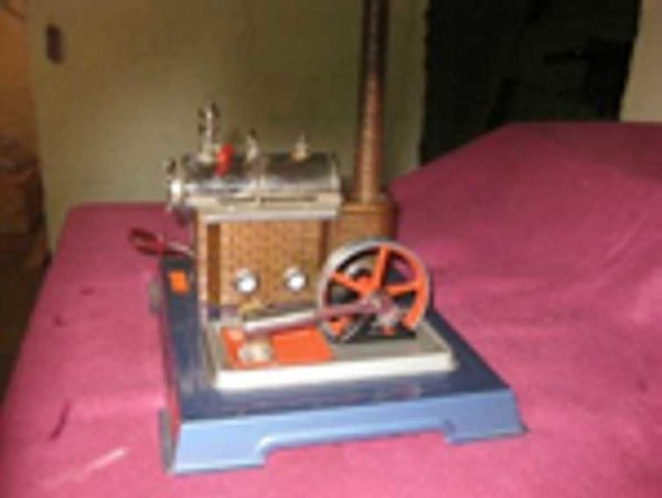 Wilesco Steam Toys-Horizontal Steam Engines Steam engine with boiler to the left and agreggate to th