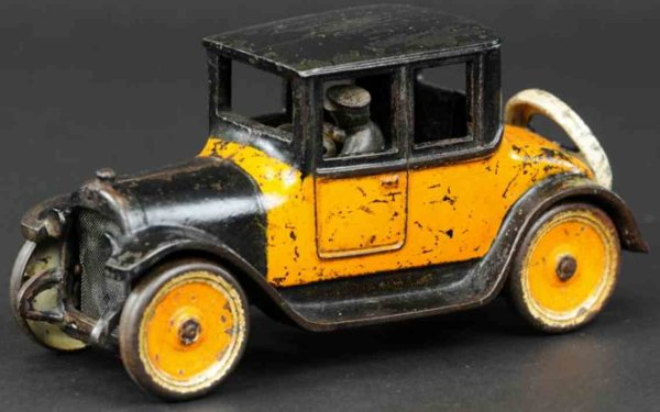 Arcade Cast-Iron Oldtimer Dodge coupe made of cast iron, painted in orange and black c