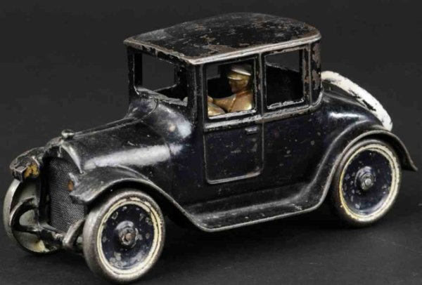 Arcade Cast-Iron Oldtimer Dodge coupe made of cast ron, painted in black overall, a fe