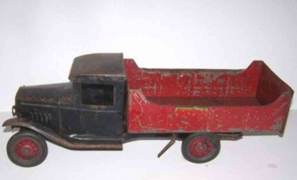 Buddy L Tin-Trucks Dump Truck in red, may it was electric at one time for the h