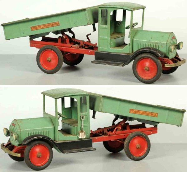 Sturditoy Tin-Trucks Pressed steel construcktion dump truck in green black and re