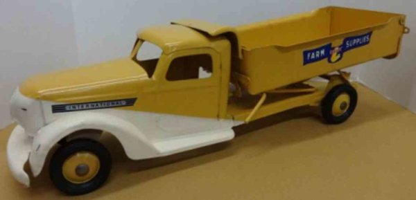 Buddy L Tin-Tugs/Rollers Farm supply truck in mint condition