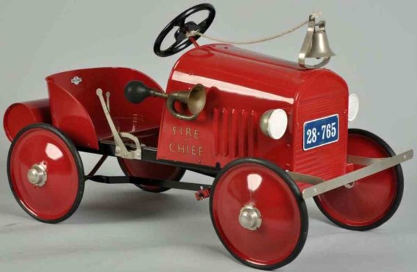 Steelcraft Tin-pedal cars Fire chief pedal car made of pressed steel in red with bell,