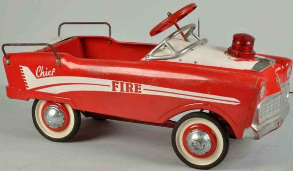 Murray Tin-pedal cars Lancer fire chief pedal car made of pressed steel, very  low
