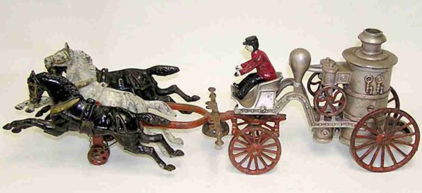 Dent Hardware Co Cast-Iron-Carriages Fire Pumper with 3 horses and driver, Horse is 22,9 cm long