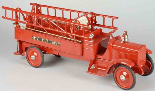 Steelcraft Tin-Fire-Truck Pressed steel hook and ladder truck, lettering CITY FIRE DE