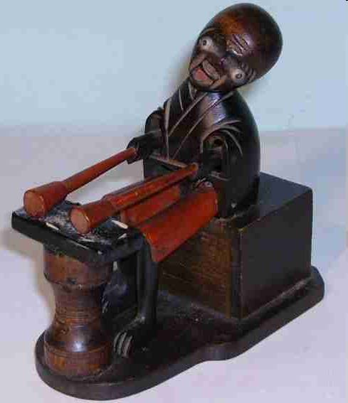 Kobe Toy Tin-Automata Wooden toy. When the knob on the back of the base is turned