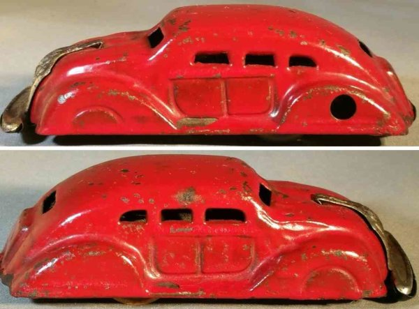 Tagai Shoten Tin-Oldtimer Airflow sedan, clockwork wonder car made of tin in red with