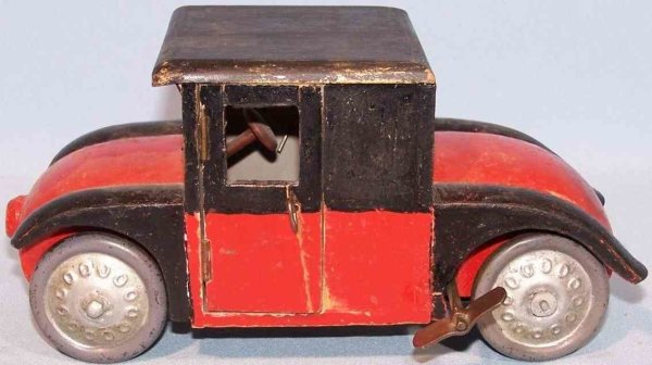 Arnold Wood Vehicles Hanomag wooden hand pattern in red and black, with clockwork