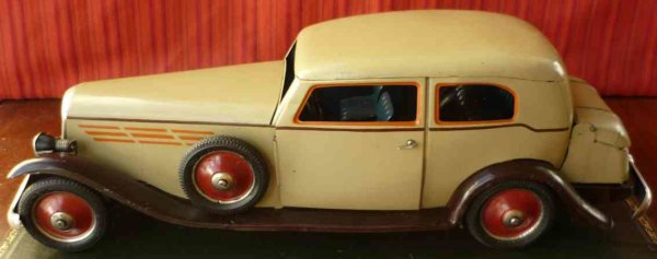 PAYA Tin-Oldtimer Tin wind-up Hoch gran sedan with light in its most elusive a